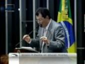 Senador Eduardo Braga (PMDB-AM) considera mudanças nas regras para uso dos portos